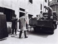 Iskrcavanje gradiva 1982.