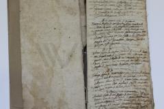 Oštećenja na unutarnjoj strani korice i listovima knjižnoga bloka knjige